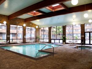 Pool - Crowne Plaza Hotel Grand Rapids Airport