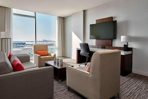 Suite - Marriott Hotel Airport Calgary