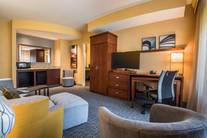 Suite - Courtyard by Marriott Hotel Waldorf