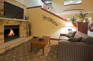 Lobby - Holiday Inn Express Hotel & Suites Winona