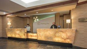 Lobby - Holiday Inn Lakewood