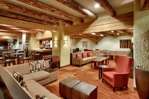 Lobby Seating Area & Lounge