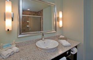 - Holiday Inn Express Hotel & Suites St Robert