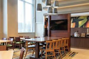 Restaurant - Fairfield Inn & Suites by Marriott Fresh Meadows