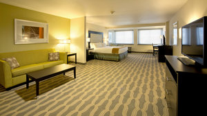 Suite - Holiday Inn Express Hotel & Suites Downtown Area