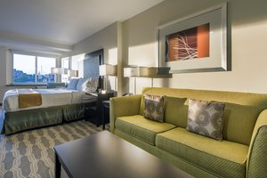 Room - Holiday Inn Express Hotel & Suites Downtown Area