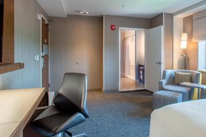 Room - Courtyard by Marriott Hotel Fresh Meadows