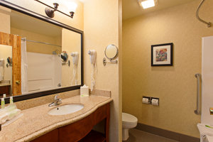 - Holiday Inn Express Temecula
