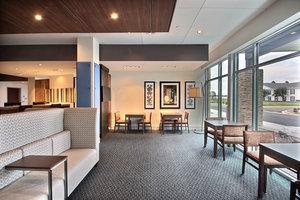 Lobby - Holiday Inn Express Hotel & Suites Fond du Lac