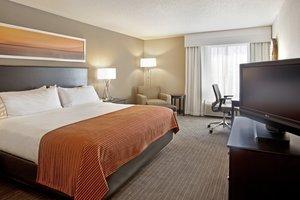 Room - Holiday Inn Express Hotel & Suites Minnetonka