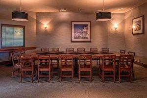 Restaurant - Four Points by Sheraton Hotel Edmonton Airport Nisku