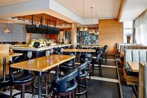 Restaurant - Four Points by Sheraton Hotel Airport Calgary