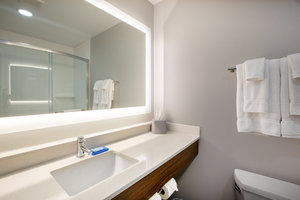 - Holiday Inn Express Hotel & Suites Columbus