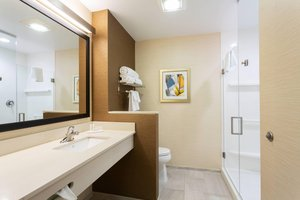 Room - Fairfield Inn & Suites by Marriott Downtown Ft Lauderdale