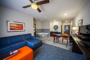 Suite - Holiday Inn Express Hotel & Suites Southeast Oklahoma City