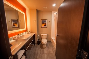 - Holiday Inn Express Hotel & Suites Southeast Oklahoma City