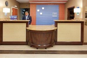 Lobby - Holiday Inn Express Saugus