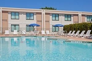 Pool - Holiday Inn Hasbrouck Heights