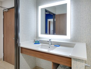 - Holiday Inn Express Hotel & Suites Northwest Dallas