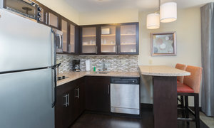Suite - Staybridge Suites U District Seattle