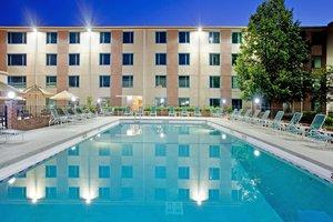 Pool - Crowne Plaza Hotel Northbrook