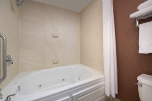 Suite - Holiday Inn Express Hotel & Suites Chambersburg