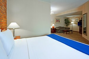 Suite - Holiday Inn Express East Scarborough