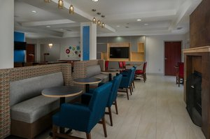 Restaurant - Holiday Inn Express Hotel & Suites Lawrence