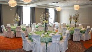 Ballroom - Holiday Inn Express Hotel & Suites Davenport