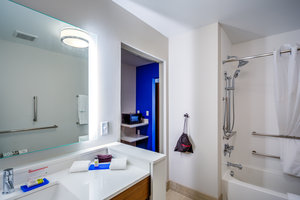 - Holiday Inn Express Hotel & Suites Reedsville