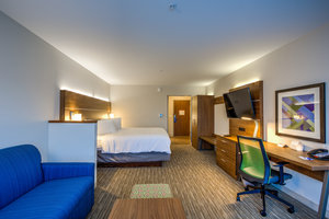 Suite - Holiday Inn Express Hotel & Suites Reedsville