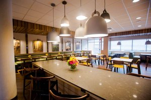 Restaurant - Fairfield Inn & Suites by Marriott Broomall