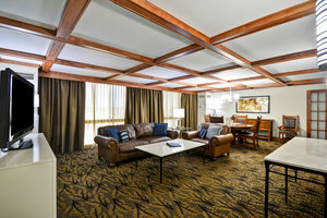 Suite - Crowne Plaza Hotel Southern Hills Tulsa