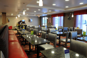 Restaurant - Holiday Inn Express Hotel & Suites Bonnyville