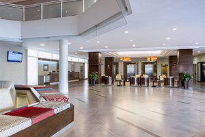 Lobby - Delta Hotel by Marriott Regina