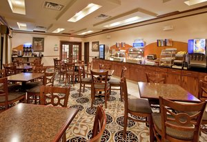 Restaurant - Holiday Inn Express Hotel & Suites McPherson