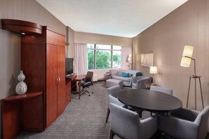 Suite - Courtyard by Marriott Hotel Downtown Greenville