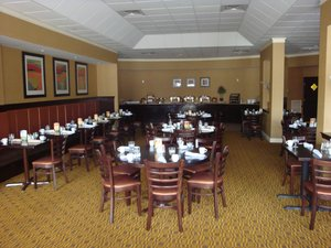 Restaurant - Holiday Inn Hotel & Suites Peabody