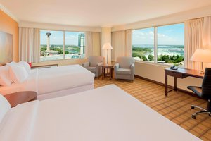 Room - Four Points by Sheraton Hotel Niagara Falls