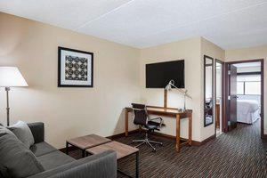 Suite - Four Points by Sheraton Hotel Airport Milwaukee