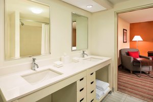 Suite - Four Points by Sheraton Hotel Bentonville