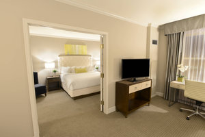 Suite - Magnolia Hotel St Louis