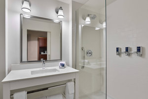 - Four Points by Sheraton Hotel DFW Airport North Coppell