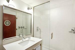 Room - Four Points by Sheraton Hotel City Center Philadelphia