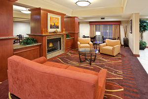 Lobby - Holiday Inn Express Hotel & Suites Sumner