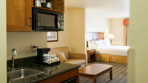 Suite - Holiday Inn Express Hotel & Suites Turlock