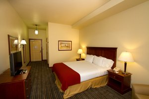 Room - Holiday Inn Express Hotel & Suites Turlock