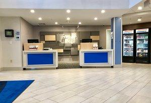 Lobby - Holiday Inn Express Hotel & Suites Great Barrington