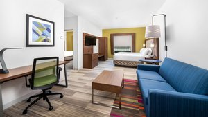 Suite - Holiday Inn Express Hotel & Suites Conroe