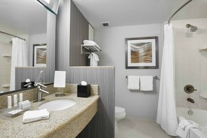 Room - Courtyard by Marriott Hotel Brampton